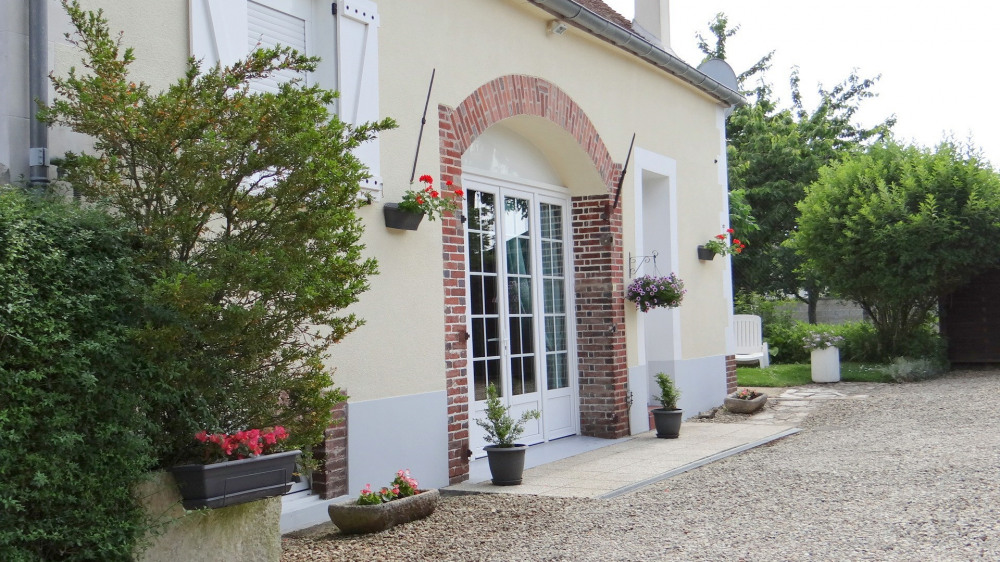 BURGUNDY COTTAGE - Cheny