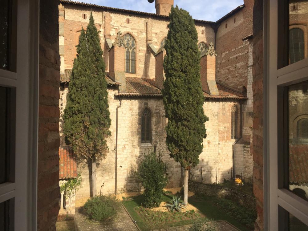L'appart' du cloître, au coeur du vieil Albi, au sein du cloître St-Salvi, dans le périmètre classé par l'Unesco