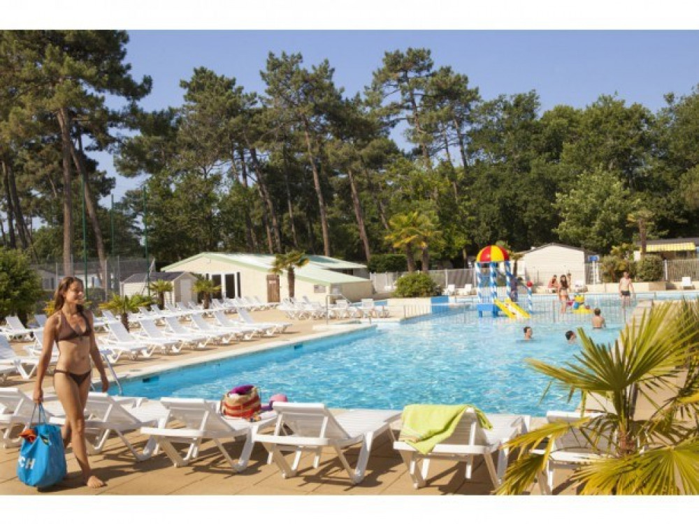 Camping 4* La Pinede - Mobil home Idesia 2 chambres 4/5 pers
