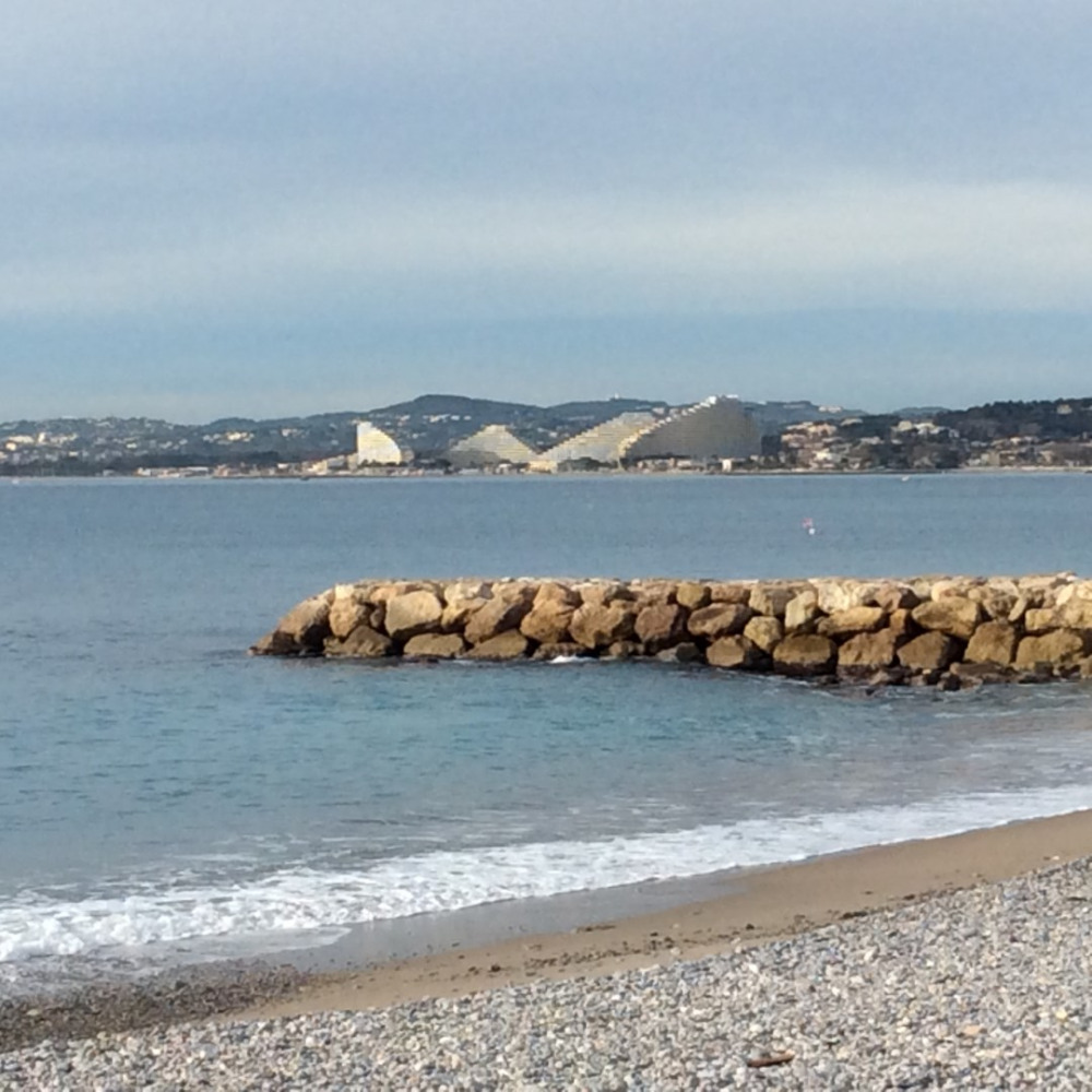 PLAGE CAGNES A 50 METRES