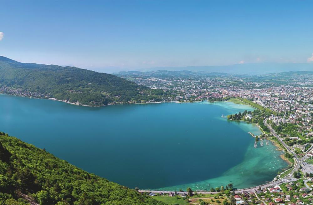 le magnifique lac d'annecy