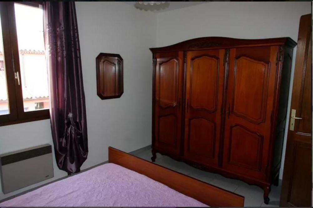 chambre 3 à l'étage armoire de rangement