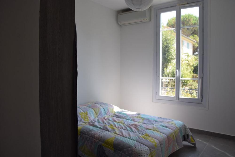 La chambre parentale avec vue sur l'orangeraie