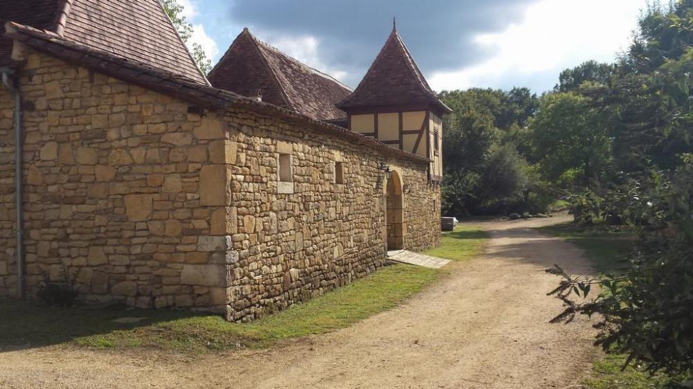 Grande propriété du XIII° siècle de 15 ha au calme, accueil 12 personnes