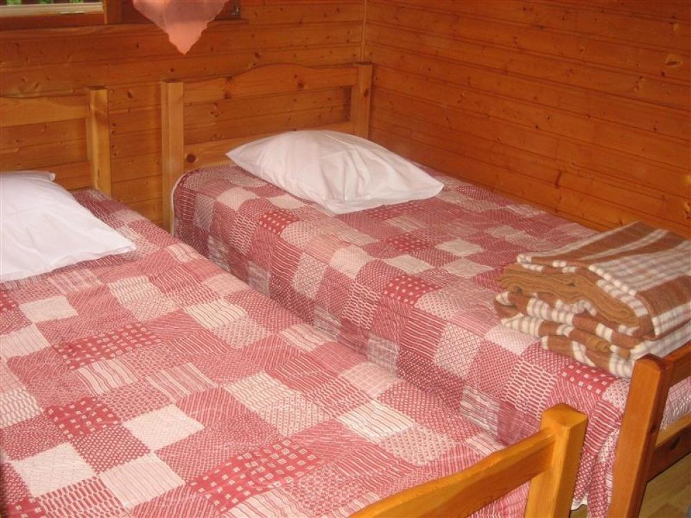 1 chambre avec 2 lits d'une personne - draps non fournis
