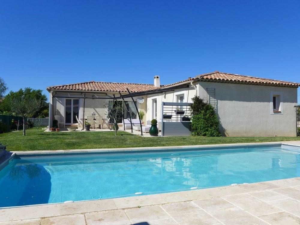 Villa de plain pied avec piscine privée, calme et tranquilité assuré