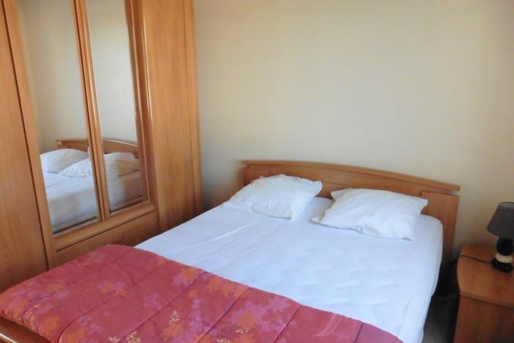une des 2 chambres identiques