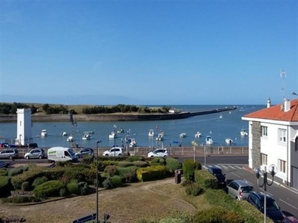 Saint Gilles Croix de Vie - proximité immédiate du port et du centre ville - à 600m de la plage d...