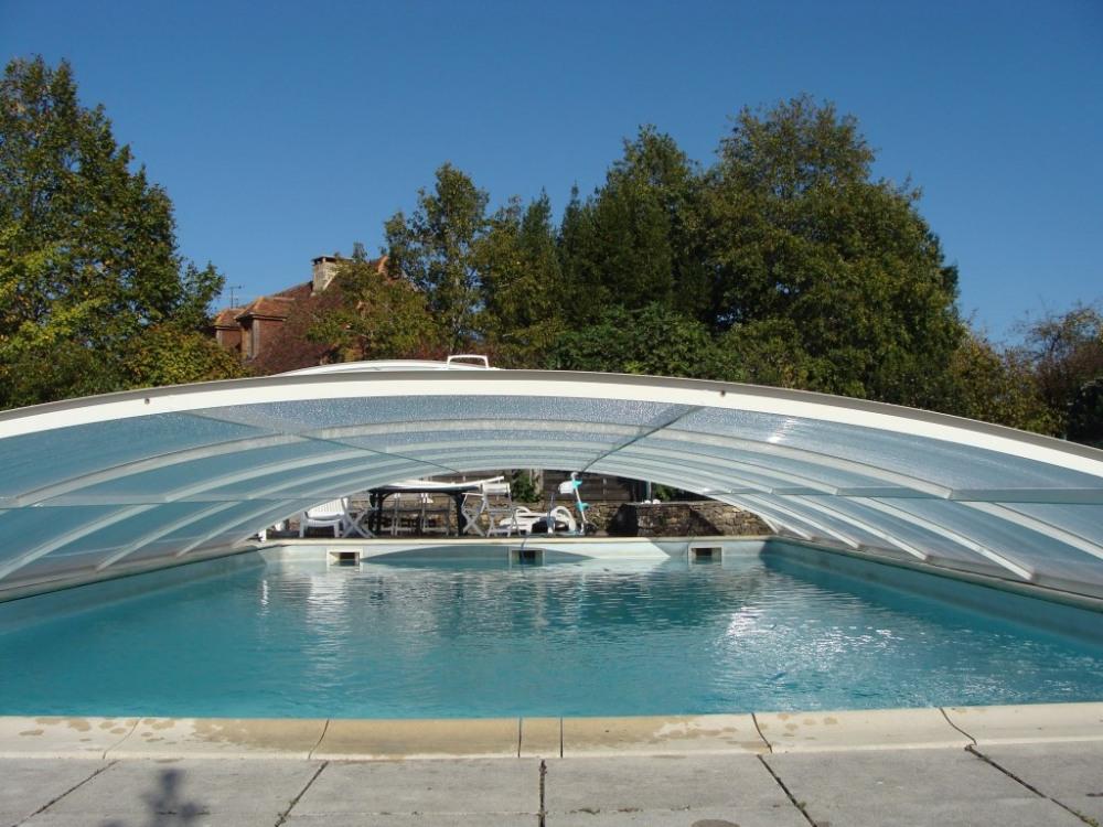 piscine avec abri bas amovible