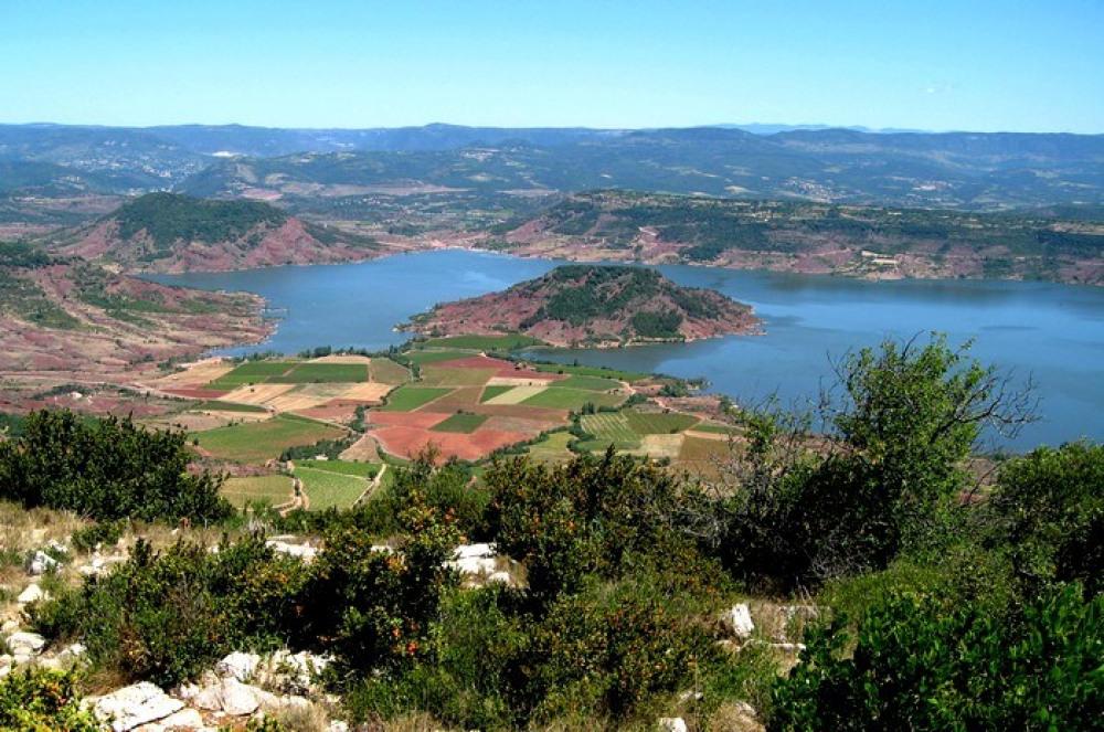 lac salagou  700 hectares