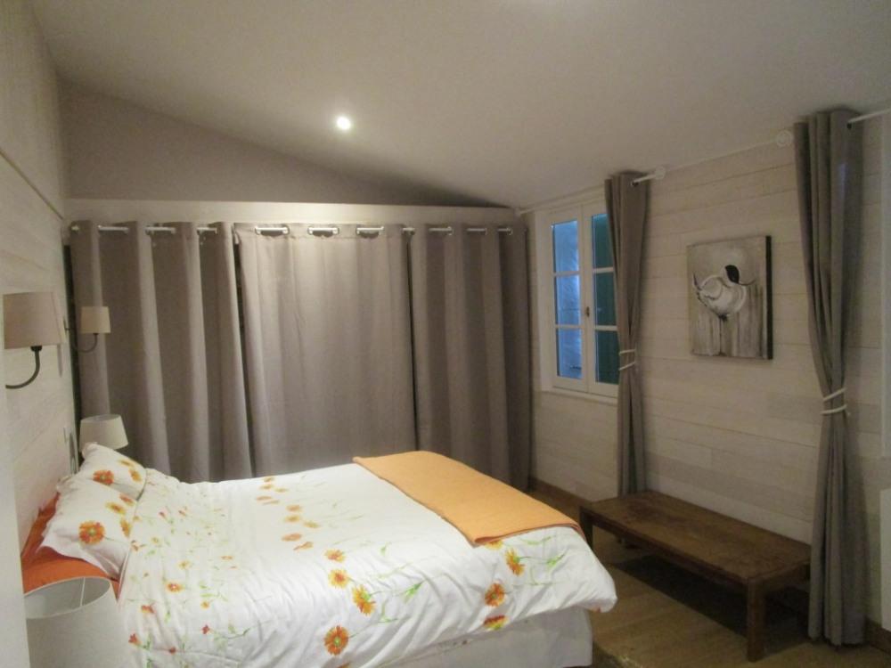 chambre 2 avec salle de douche et WC