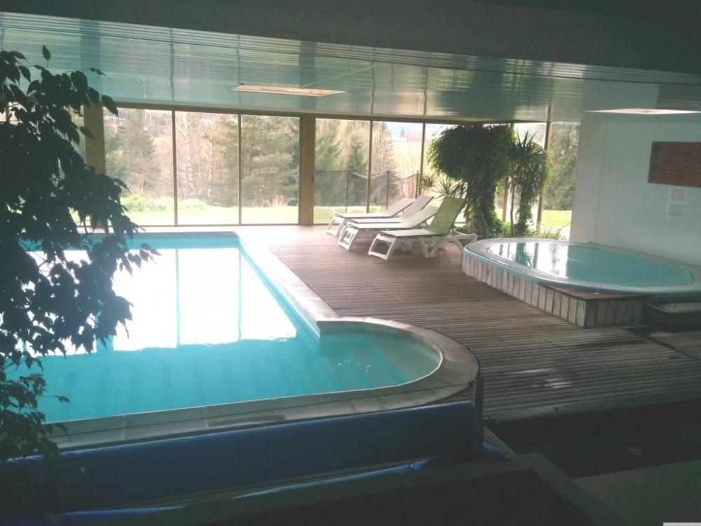 piscine couverte + jacuzzi