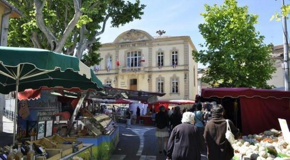 Hôtel de ville, marché du vendredi matin