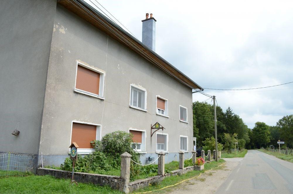 Gîte aménagé à l'arrière de la maison du propriétaire comprenant également 1 logement à l'année. ...