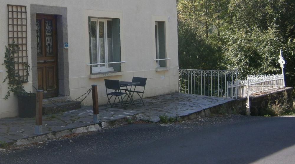 Ferienwohnungen Saint-Jacques-des-Blats - Wohnung - 6 Personen - Grill - Foto Nr. 1
