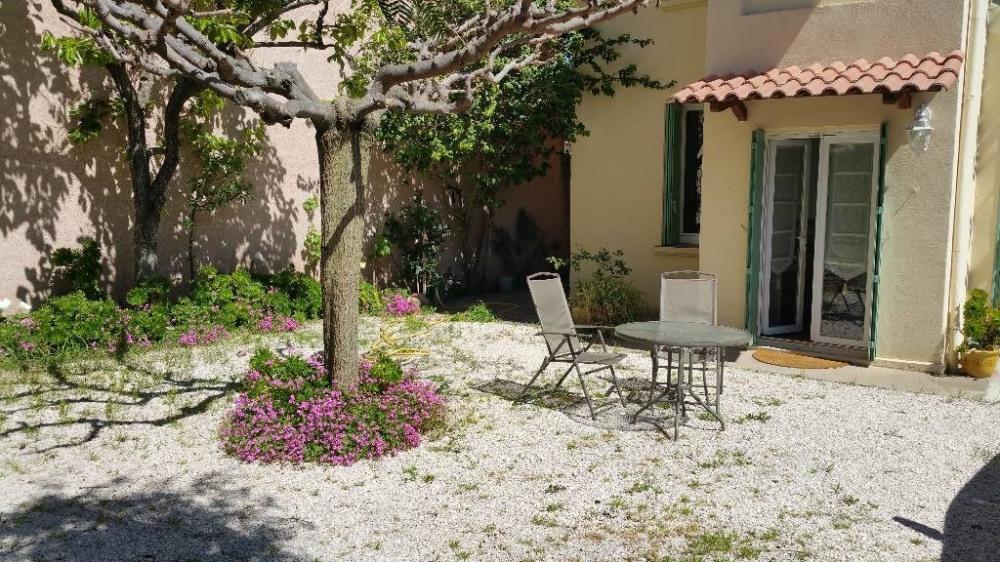 Location vacances Sanary-sur-Mer -  Gite - 2 personnes - Jardin - Photo N° 1