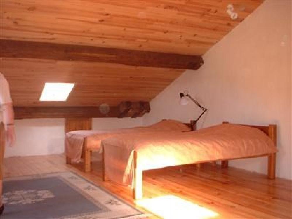 Une des 2 chambres au 2eme etage
