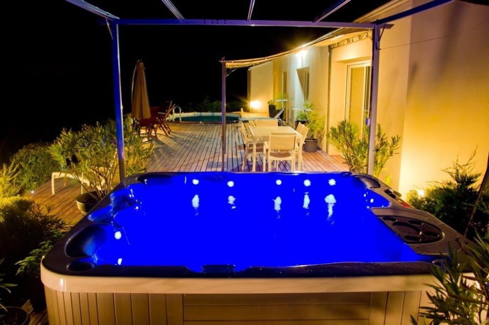 Envie d'un spa le soir? Pas  de problème.