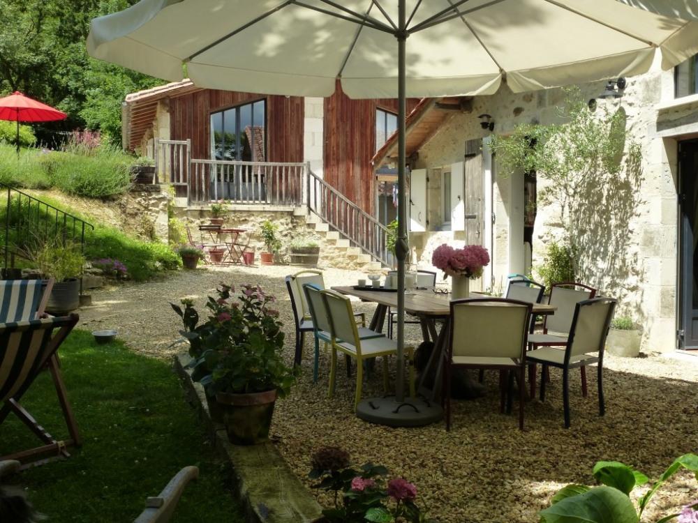 terrasse principale et ombragée...bien agréable quand il fait très chaud