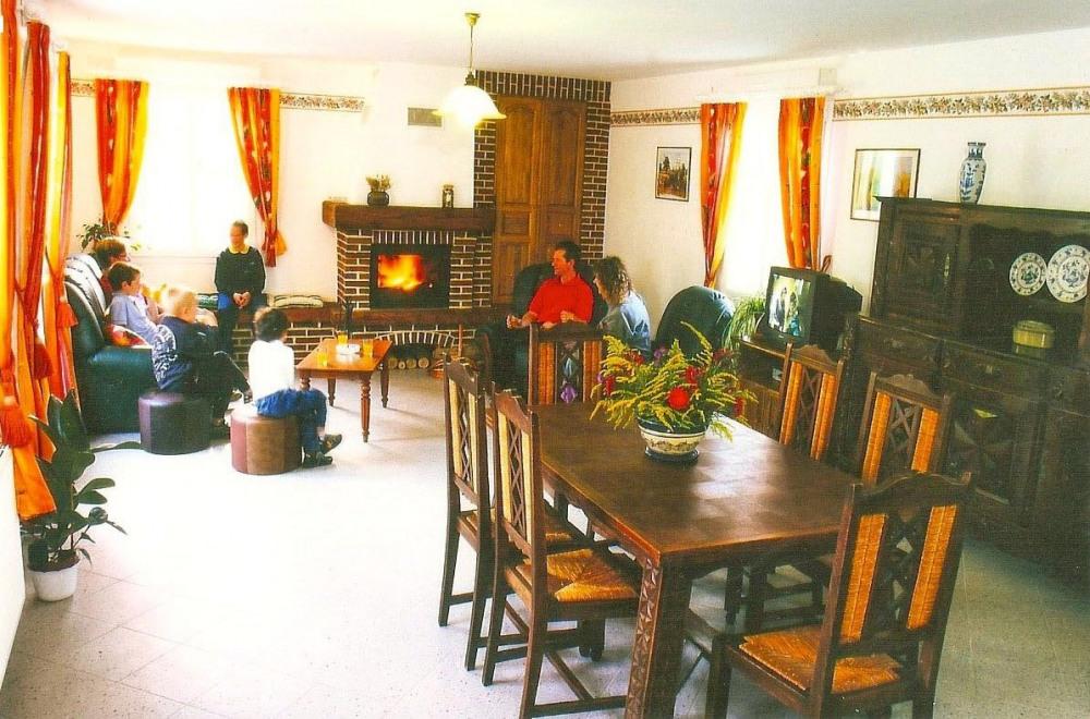 salle a manger avec cheminée