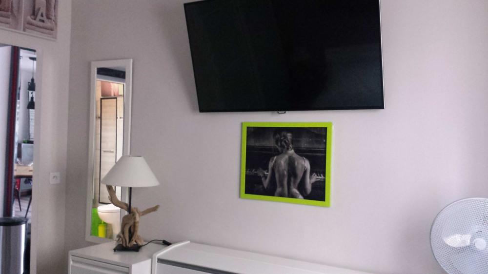 Chambre indépendante avec télévision