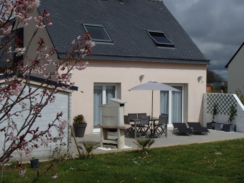 jolie maison individuelle avec jardin et terrasse