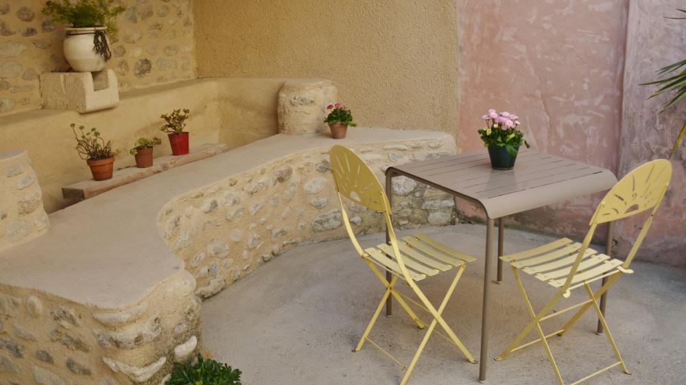 Déjeuner à l'ombre du patio