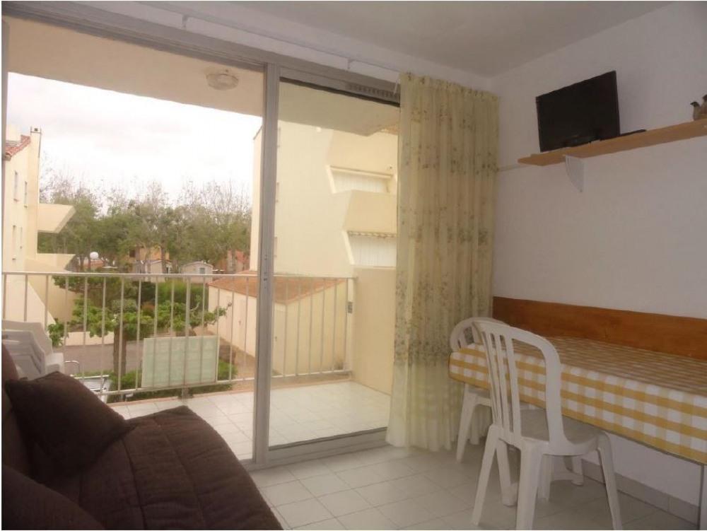 Location vacances : appartement 2 pièces 4 couchages au premier étage avec accès direct à la plage.