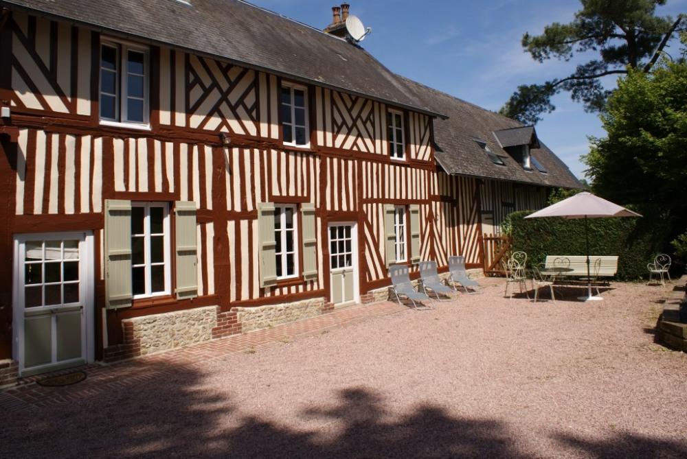 Le gîte la ferme du calvaire est une maison ancienne du 18 ème siècle typique...