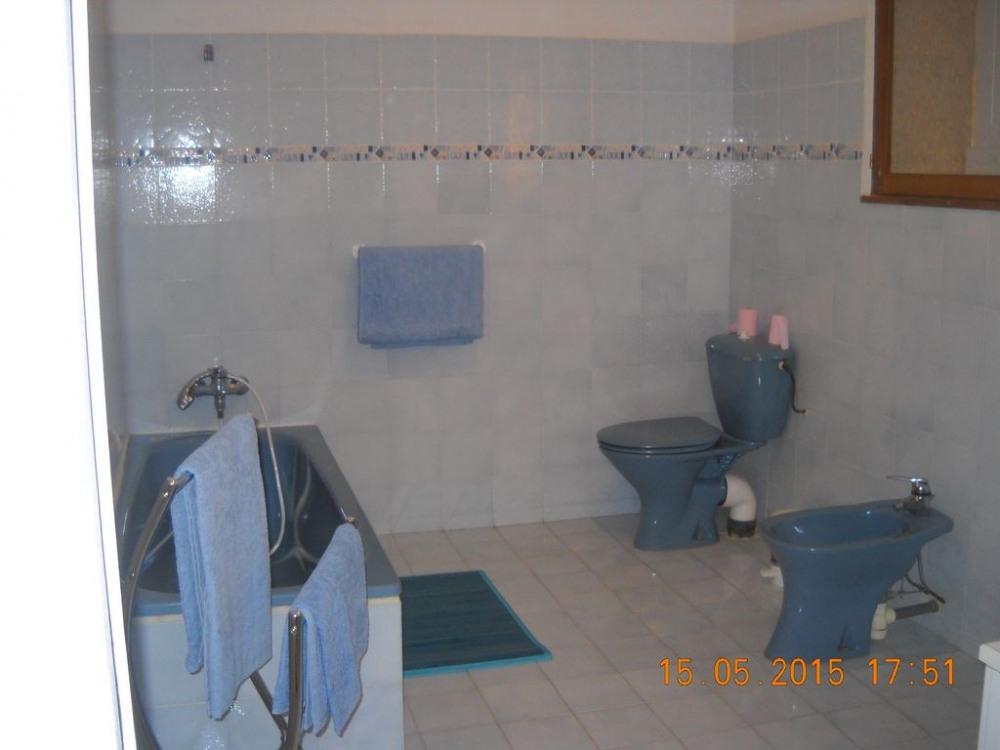 salle de bains privative attenante à la chambre proche séjour