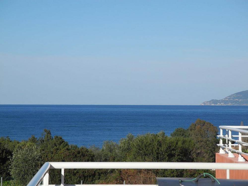 le golf et le Cap Corse vu de la terrasse