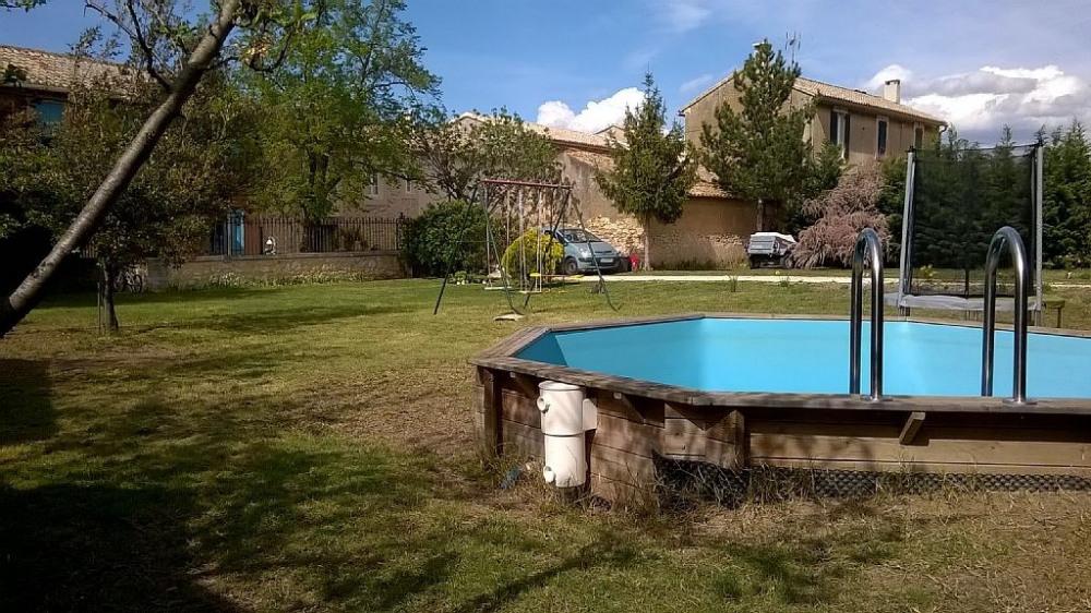 Espace piscine, jeux enfants au fond du jardin