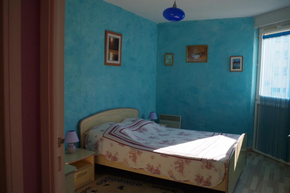 grande chambre treès lumineuse
