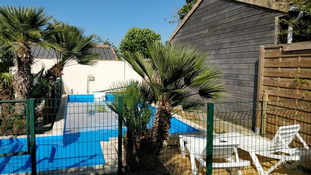 Le jardin avec piscine