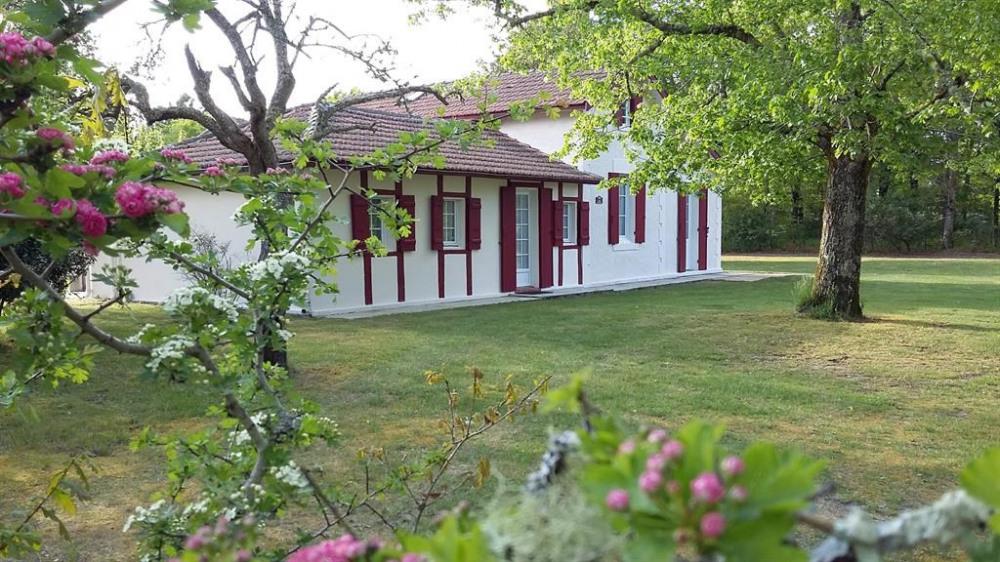 Maison Calède   sur 2.5 hectares clos