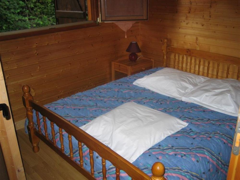 1 chambre avec un lit pour 2 personnes draps non fournis