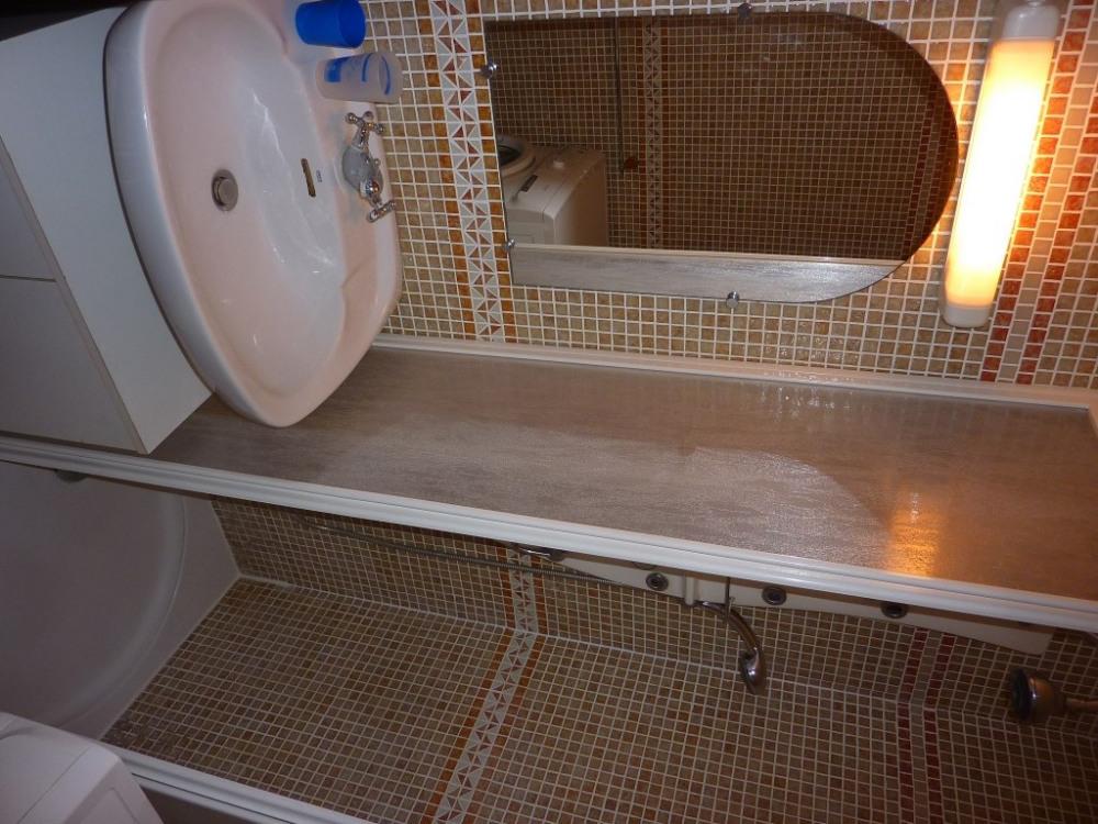 salle de douche, avec lave linge, séche serviette