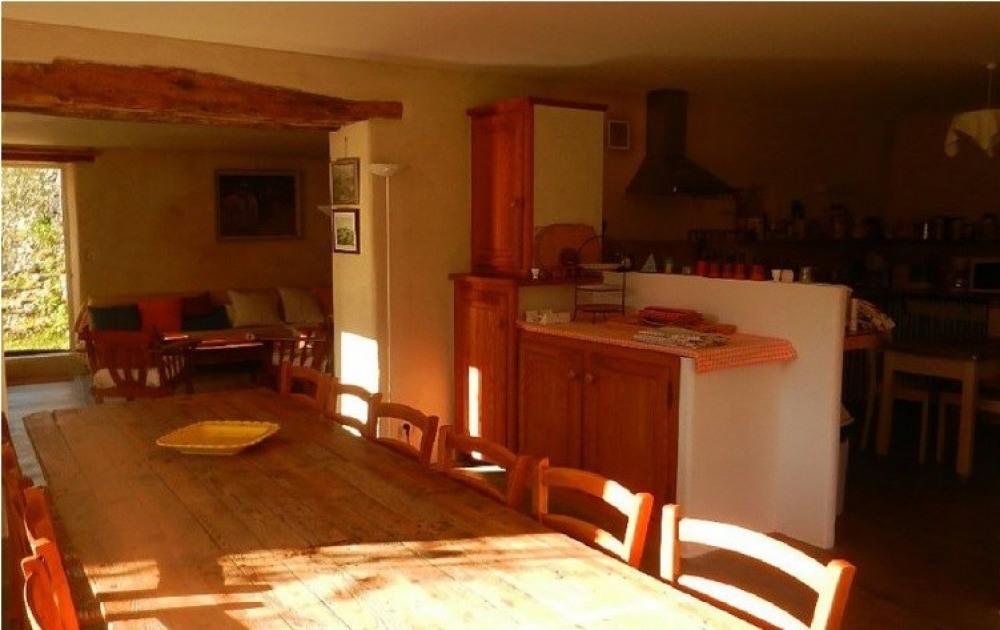 salle à manger cuisine,  au fond le salon