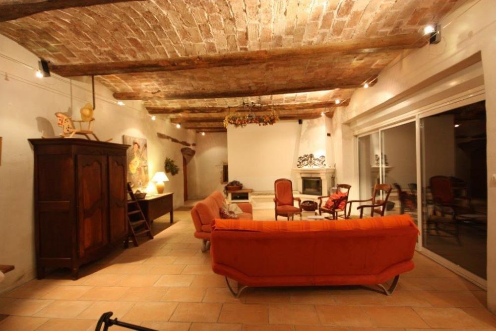 Le salon avec ses voûtins de brique