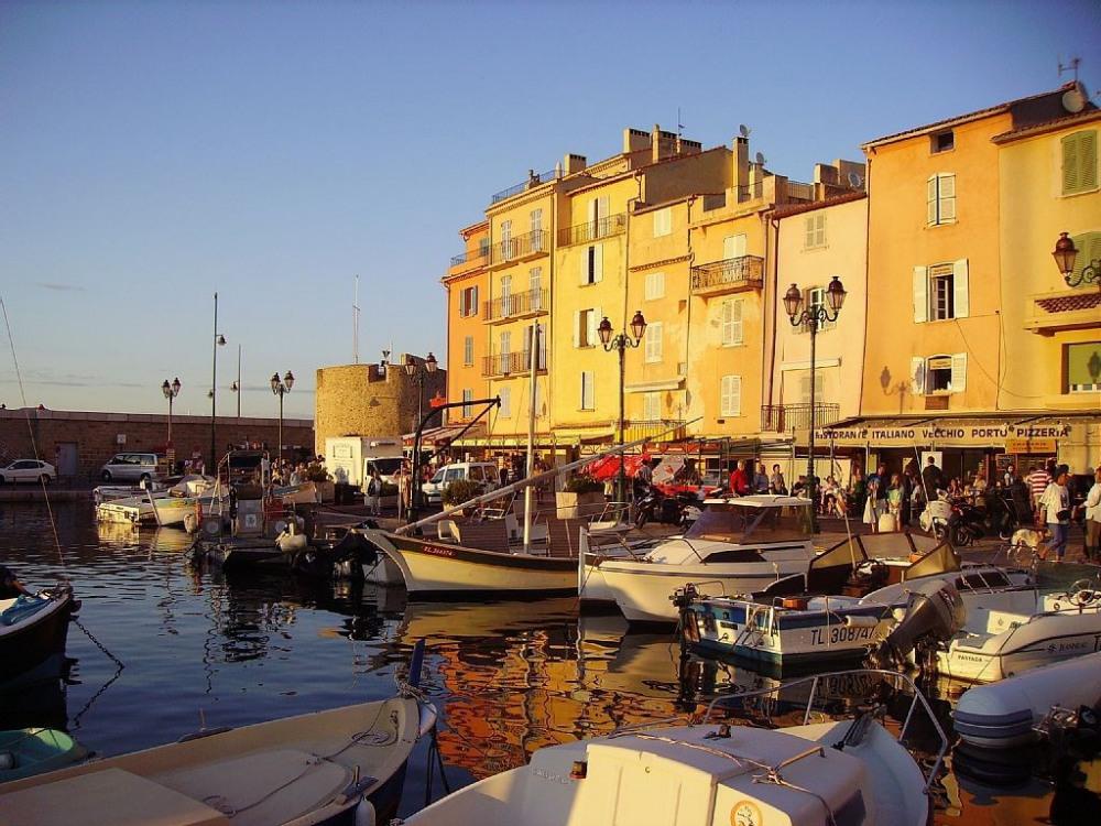 Saint-Tropez, son magnifique petit port