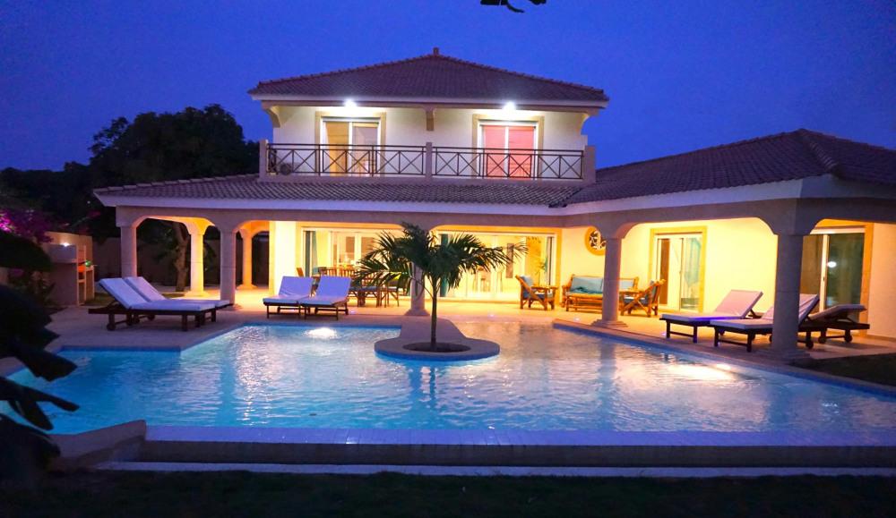 Magnifique et prestigieuse villa de 300 m2 à 2 pas de la plage