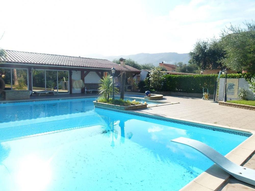 appartement avec piscine et pool house