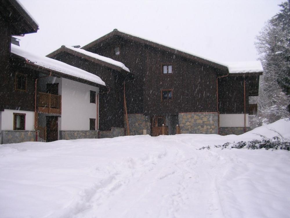 Bâtiment donnant accès à l'appartement