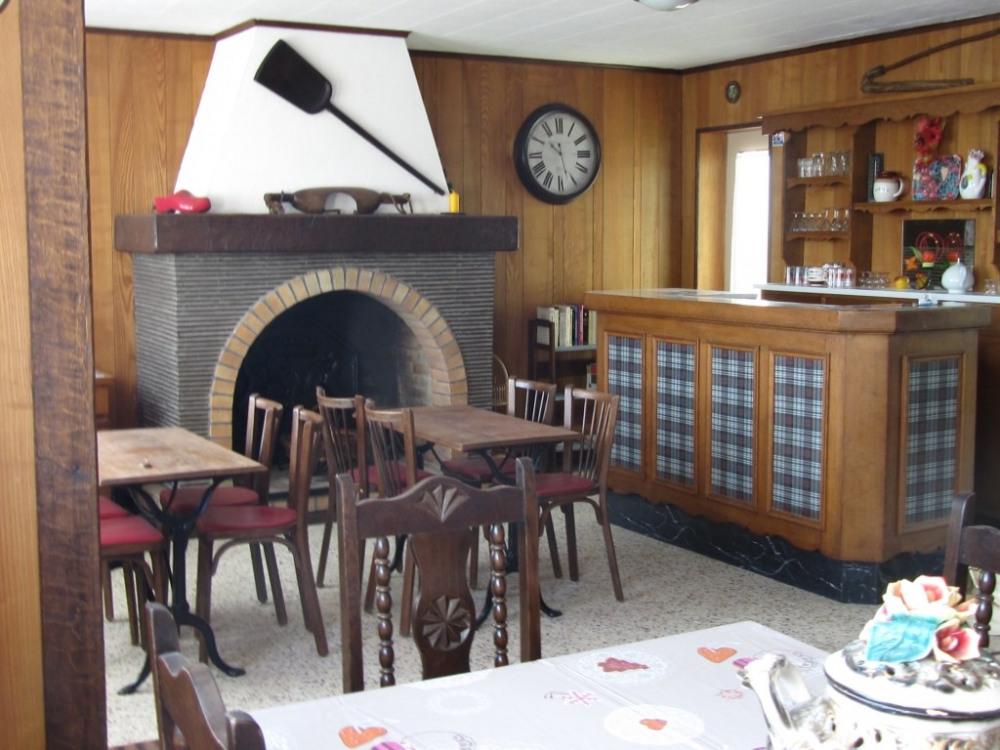 ancien café , salle à manger