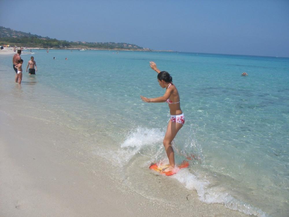 l'eau de la plage de l'ile rousse est turquoise