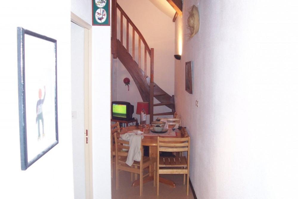 couloir d'entrée désservant la SDB et les WC