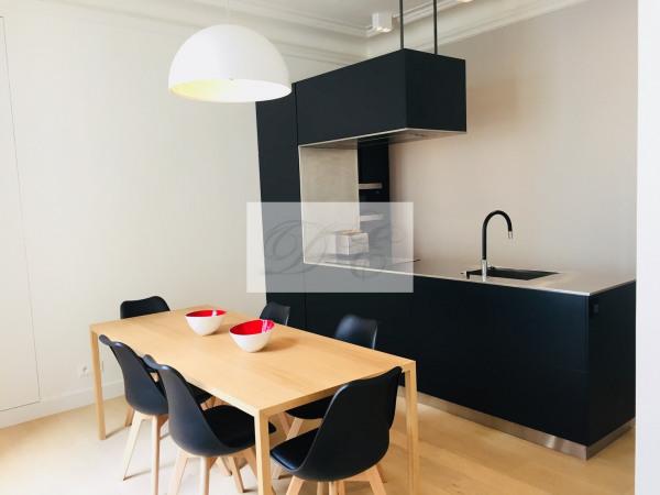 Location Appartement Paris rue de la Trémoille - 92m² - Paris 8ème (75008)-1