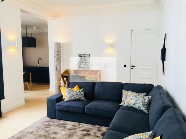 Location Appartement Paris rue de la Trémoille - 92m² - Paris 8ème (75008)-2