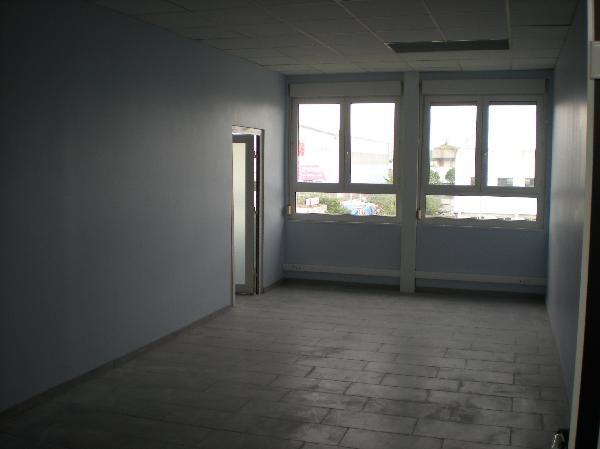 location bureau meaux 77100 bureau meaux de 300 m ref l 1410 77 012 5. Black Bedroom Furniture Sets. Home Design Ideas