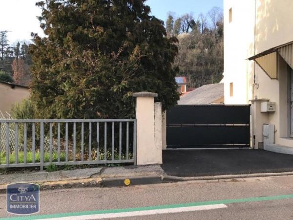 Location parking ou garage 0m le chambon feugerolles for Location garage orleans particulier